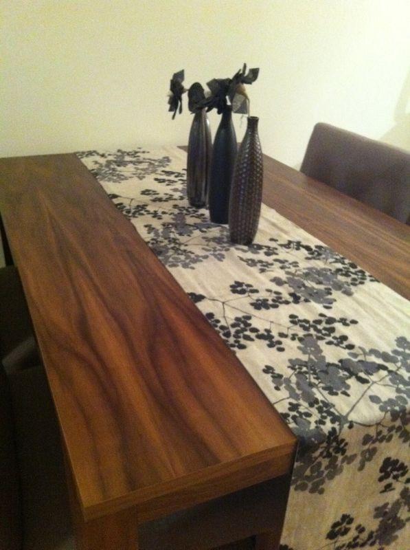 Table in Walnut