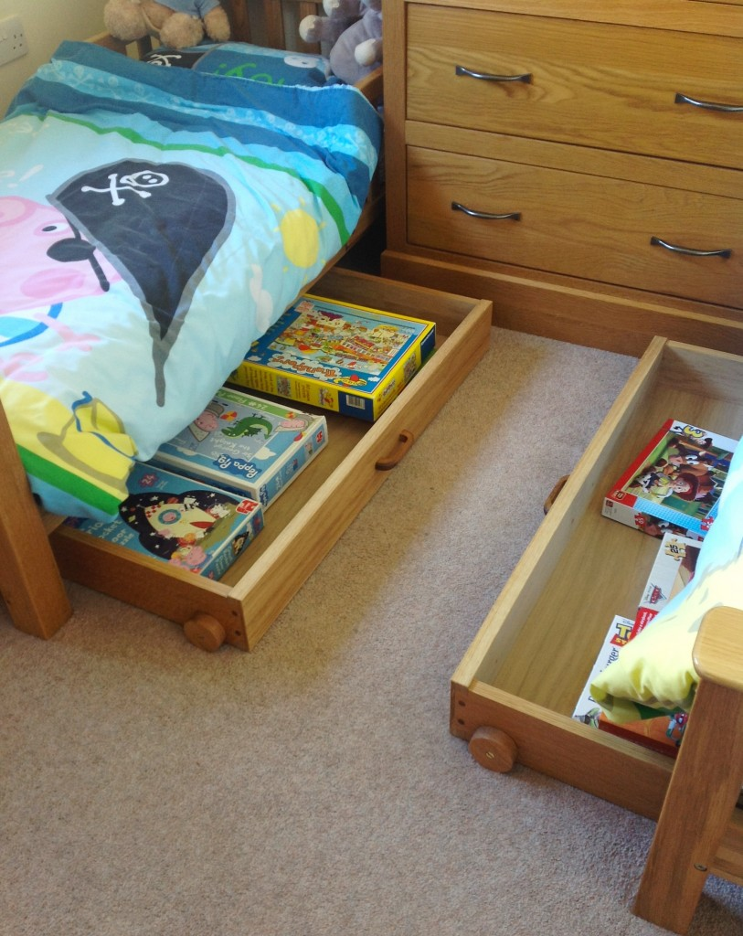 Under bed drawers on wheels